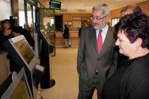 El consejero de Economía, Antonio Ávila, visitando la nueva ITV.